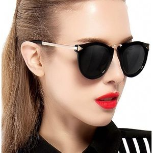 sunglasses attcl black with gold detail